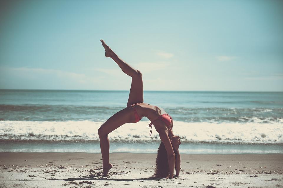 žena, pláž, cvičenie