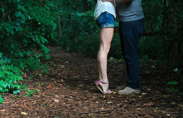 Zamilovaný pár, nohy
