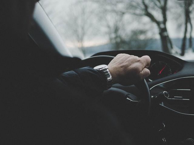 ruka na volante