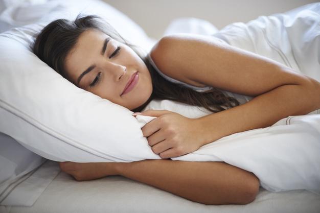 she-s-speeding-lazy-mornings-bed_329181-10449